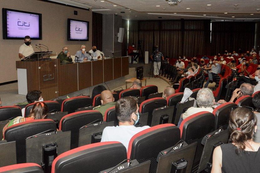 Intercambia Díaz-Canel con estudiantes y profesores de la CUJAE