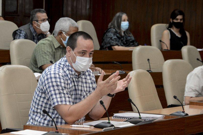 Gobierno cubano evalúa compleja situación con la COVID-19 en el país